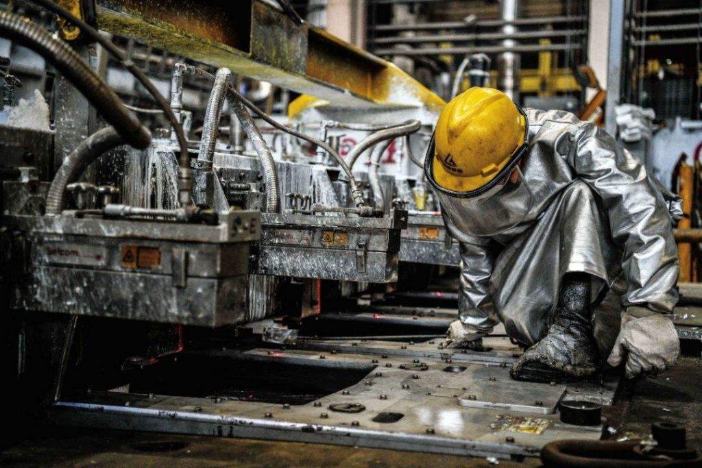 四川铝单板厂家与铝板厂家有什么区别?