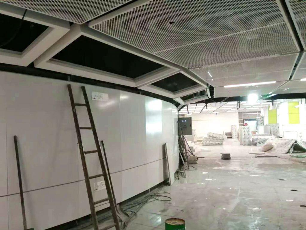 地铁过道为什么喜欢用冲孔铝单板